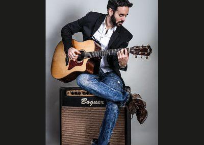 Unai-Iker-professional-guitarist