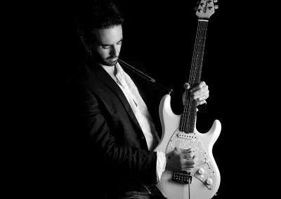 unai-iker-white-guitar