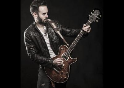 unai-iker-plays-electric-guitar
